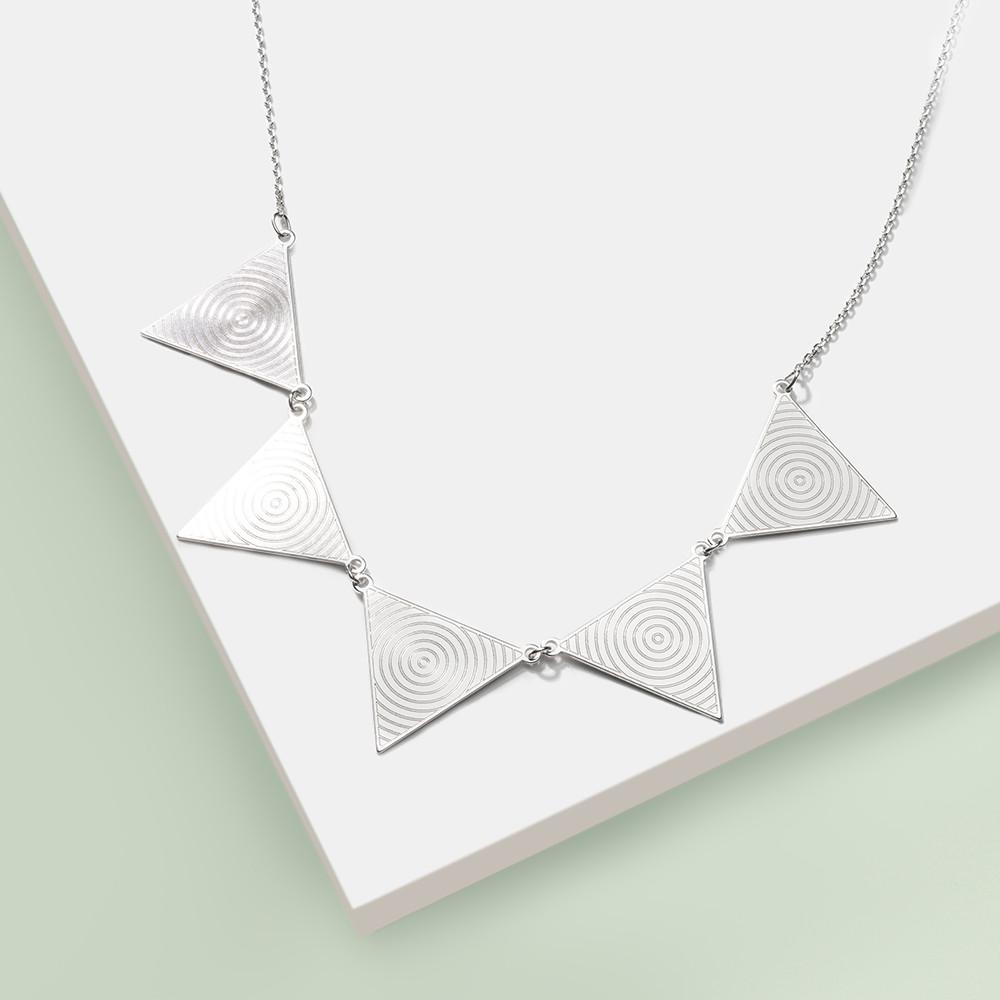 Stříbrný náhrdelník Trigema